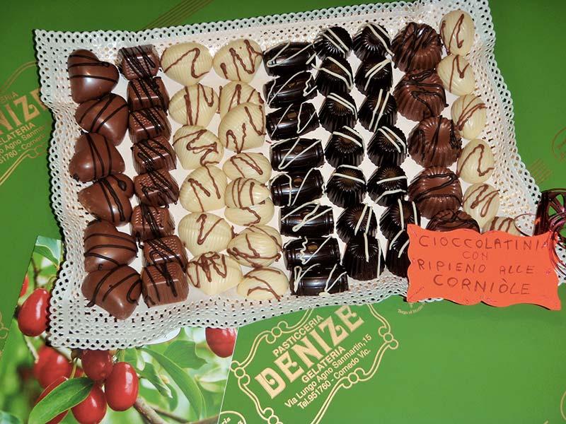 Cioccolatini con ripieno di Corniole