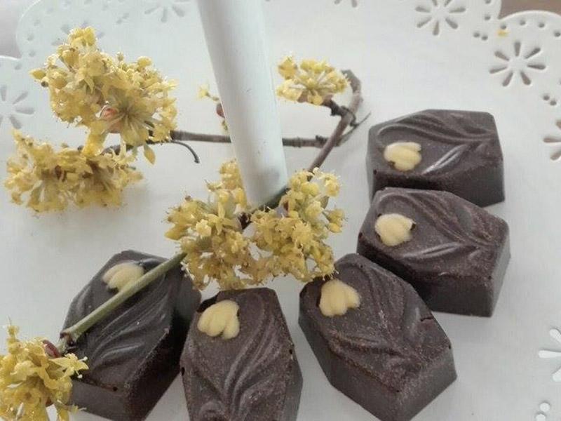 cioccolatini-extra-fondente-ripieno-liquore-corniola